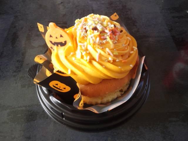 チョコとマシュマロのロールケーキとパンプキンカップケーキ