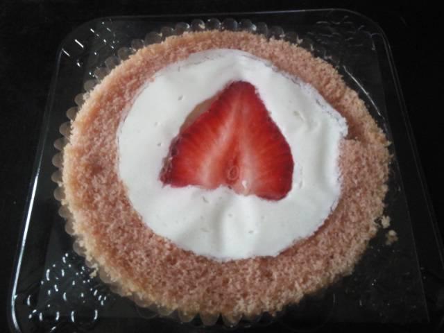 あまおう苺のロールケーキ