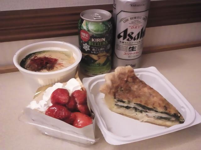 キッシュとストロベリーパイと豆乳坦々スープと